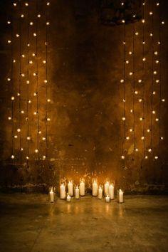 Kulisse für Hochzeit - Lichterketten und Kerzen