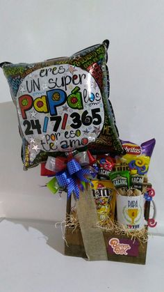 Fathers balloon arrangement Baby Avengers, Diy And Crafts, Arts And Crafts, Balloon Arrangements, Balloon Gift, Birthday Candy, Surprise Box, Candy Bouquet, Trendy Tree
