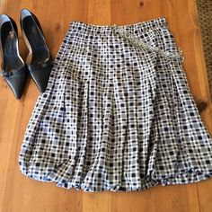 Ann Taylor Skirt Size 10 silk excellent condition 28in waist 21 in long Ann Taylor Skirts Midi