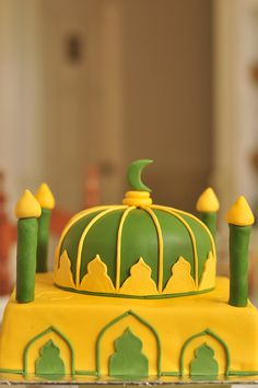 Mosque cake - beautiful idea to make  for your next Eid Party (too bad I don't have the creative skills to pull this one off!)
