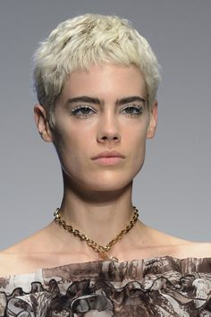 Laura Biagiotti, Spring 2018 - Dazzling Hair and Beauty Details Straight From the Milan Runways - Photos