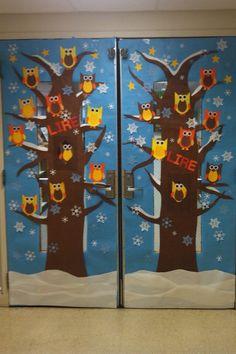 Avant l'hiver, des hiboux se sont réfugiés sur la porte de la classe....ils hululent à qui mieux mieux...