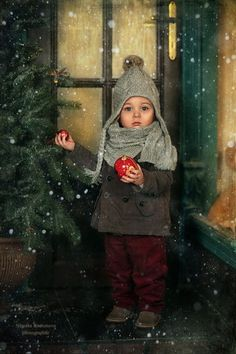 Love the Christmas outside idea. Great for casual outfits like the plaids, sweaters, and scarves.