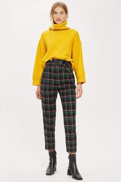 Textured Check Tapered Trousers - New In Fashion - New In - Topshop Hipster Stil, Style Hipster, Hipster Fashion, Urban Fashion, Fashion Black, Checked Trousers Outfit, Plaid Pants, Trendy Outfits, Fashion Outfits
