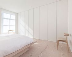 "Dinesen su Instagram: ""Serene and soothing bedroom design by @jen_alkema.  #dinesen #douglas"" Interior Simple, Serenity, Bedroom, House, Inspiration, Furniture, Instagram, Armchairs, Design"
