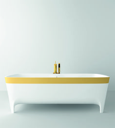 A golden #bathtub strikingly simple yet at the same time luxurious ;)