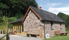 River Cabin nights' minimum stay) is a traditional stone building in an old cider orchard overlooking the Sgithwen Brook. It sleeps up to. Welsh Marches, Water Mill, Bike Store, Private Garden, Sun Room, Hostel, Picnic Table, Cosy, Bbq