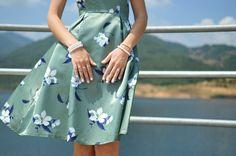 https://unsplash.com/collections/601164/style-and-dress?photo=euLPhm_eT0Y