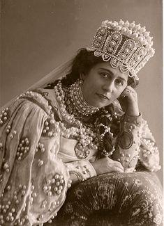 Antonina Nezhdanova in a Russian costume. 1911. She was a  Russian opera soprano singer. #Russian_costume #old_photograph #kokoshnik
