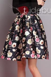 黒のフラワープリントプリーツスカート