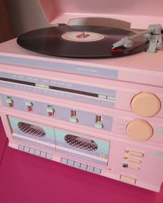 Retro Vintage I want! // pink pastel colors - It's funny to think there are now several generations with very little connection to physical dials and mechanical buttons while listening to music Pastel Design, Pastel Colors, Pastels, Colours, Pink Color, Tout Rose, Record Players, Pink Record Player, Everything Pink