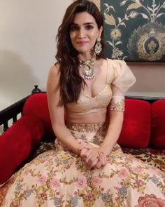 Kriti Sanon looks lovely as she turns showstopper for designers Shyamal & Bhumika at India Couture Week 2019 - HungryBoo Indian Bollywood Actress, Beautiful Bollywood Actress, Beautiful Indian Actress, Bollywood Fashion, Indian Actresses, Bollywood Stars, Hot Actresses, Traditional Blouse Designs, Traditional Fashion