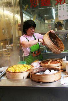 Dim Sum stall in Hong Kong, China Street Food Market, British Hong Kong, Hong Kong Express, Art Chinois, Authentic Chinese Recipes, Asian Street Food, Dim Sum, Food Truck, Tapas