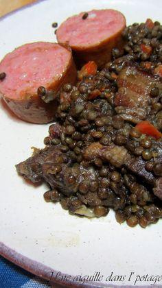 Lentilles vertes du Puy, saucisse de Morteau et la... Charcuterie, Healthy Dinner Recipes, Crockpot, Steak, Recipies, Clean Eating, Pork, Beef, Fibres