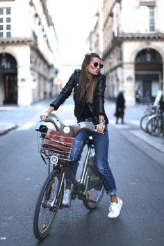 2015 Perfecto Jacket: Mango,   Jeans: Levi's vintage,  Sweater: American Vintage  Shoes: Adidas,   Bag: Purificación García