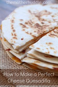 Two Simple Tips for Making a Perfect Cheese Quesadilla. Two super simple ways to make your quesadillas taste like they came from a restaurant Quesadilla Maker Recipes, Cheese Quesadilla Recipe, Baked Quesadilla, Mexican Food Recipes, Vegetarian Recipes, Dinner Recipes, Cooking Recipes, Super Simple, How To Make Quesadillas