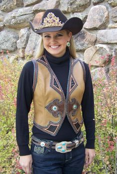 ♥ Cowgirl Stunning leather vest and matching belt from master craftsman Denice Langley Sexy Cowgirl, Cowgirl Hats, Cowgirl Chic, Western Chic, Cowgirl Outfits, Cowgirl Style, Western Outfits, Western Vest, Western Riding