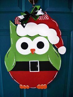 Owl Door Hangers, Wooden Door Hangers, Christmas Animals, Christmas Crafts, Christmas Ornaments, Owl Classroom Door, Wooden Owl, Christmas Door Decorations, Owl Crafts