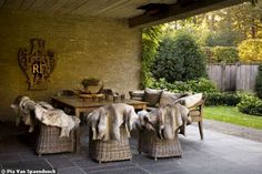 indoor outdoor dinning