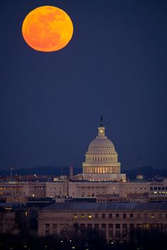 Capitol Building Beneath a Full MoonCredit: NASA/Bill IngallsThe full moon and the U. Capitol are seen early in the evening on Tuesday, Feb. as seen from Arlington National Cemetery. Constellations, Full Moon Photos, Moon Pics, Moon Pictures, Lampe 3d, Beautiful Scenery Pictures, Amazing Pictures, Spooky Pictures, Pretty Pictures