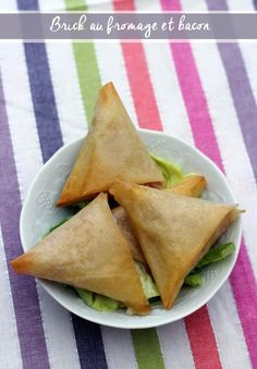 Brick au fromage et bacon - Weight Watchers Empanadas, Weigth Watchers, Eid Food, Turnover Recipes, Fruits And Veggies, Finger Foods, Yummy Treats, Entrees, Tapas