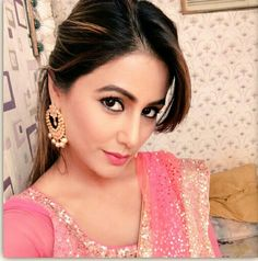 Nothng makes a woman luk more beautiful like a saree does ❤️ Heena Khan, Lehenga, Saree, Beautiful Bollywood Actress, Tv Actors, Bollywood Celebrities, Beauty Queens, Beautiful Women, Actresses