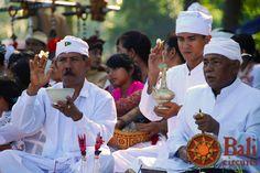 #Indonesia #Bali #Culture #Ceremony #Men #White #Traditions