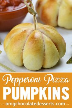 Pepperoni Pizza Pumpkins are quick and easy pizza bites loaded with marinara sauce, mozzarella cheese, and pepperoni. These homemade pizza bites are great for y Halloween Appetizers For Adults, Appetizers For Kids, Halloween Food For Party, Appetizer Recipes, Easy Halloween, Halloween Decorations, Halloween Recipe, Women Halloween, Halloween Makeup