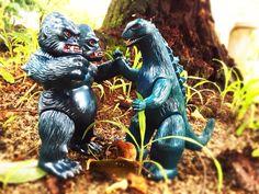 king gorilla-ju  vs  Godzilla