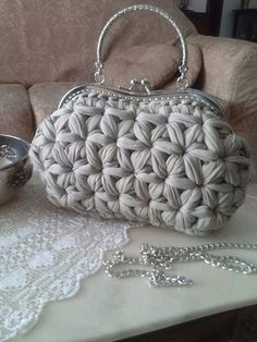 andrea croche: crochet bag with wire meshAmazing Crochet handbags or Crochet handbags prices then Check out internet site simply press the bar for even more info ~Wanting a Crochet handbags on sale or handbags Crochet then Learn more at the web above Crochet Star Stitch, Bag Crochet, Crochet Handbags, Crochet Purses, Crochet Crafts, Crochet Clothes, Crochet Stitches, Crochet Patterns, Yarn Bag