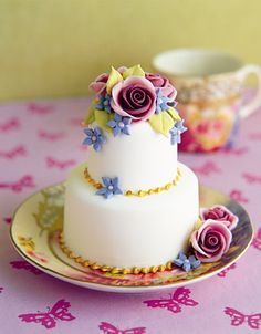 This is from Pretty Party Cakes by Peggy Porschen.  I'd highly recommend the book for anyone interested in cakes.  Her work is eye candy.