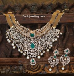 Diamond Choker and Earrings Set - Indian Jewellery Designs Diamond Earrings Indian, Real Diamond Necklace, Diamond Choker, Diamond Pendant Necklace, Diamond Bracelets, Necklace Box, Choker Necklaces, Circle Necklace, Gold Necklace