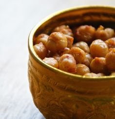Healthy snack: 2 x roasted chickpeas (sweet and spicy) - Chickslovefood - 2 x roasted chickpeas (sweet and spicy), roasted chickpeas, healthy snack, healthy snack, beautiful - Healthy Snacks For Weightloss, Healthy Snacks To Buy, Savory Snacks, Healthy Sweets, Easy Snacks, Healthy Food, Gourmet Recipes, Snack Recipes, Healthy Recipes