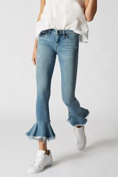 Shop all women's jeans at Blank NYC for the hottest styles including skinny jeans, boyfriend jeans, high-rise jeans, cropped jeans & more. Denim Ideas, Denim Trends, Pretty Outfits, Cute Outfits, Denim And Lace, Denim Pants, Jeans Style, Diy Clothes, Spring Outfits