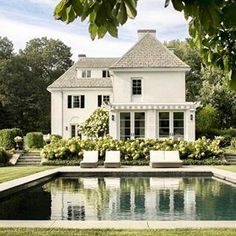 What a beautifully designed outdoor space 😍 Do you love this landscape architecture and architecture by You are in the right place about House Ar. Office houses design plans exterior design exterior design houses home architecture house design houses White Exterior Houses, White Houses, Colonial Exterior, Exterior Homes, Craftsman Exterior, Cottage Exterior, Modern Exterior, Future House, Design Exterior