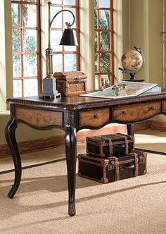 Universally flattering, our Paloma Writing Desk manages to balance masculine and feminine, sophisticated and romantic.