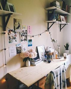 Cozy #workspacegoals + regram from Katarzyna @makelifeeasier_pl This chic workspace belongs to Polish blogger Katarzyna. We love how she's added a string of fairy lights...such an idyllic working spot! A small touch that makes this workspace so special Thanks Katarzyna for inspiring us with your workspace decor ideas Happy Friday!