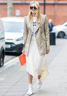 London's Street Style Stars Can't Get Enough of These 4 Colours via @WhoWhatWearUK
