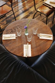 Simple, effective table setting. not too fussy, great for a relaxed evening with friends - www.paesanlondon.com