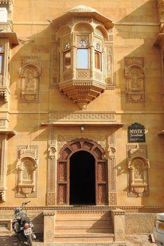 India Architecture, Architecture Details, Historic Architecture, Four Season Tent, Rooftop Restaurant, Jaisalmer, Beautiful Places To Visit, Wonderful Places, Secret Places