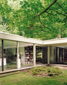 """The courtyard captures nature within the embrace of the house, a """"room"""" of green that is simultaneously indoors and outdoors. Photo 4 of 9 in Marcel Breuer Hooper House II. Browse inspirational photos of modern homes. Residential Architecture, Interior Architecture, Casa Patio, Marcel Breuer, House Viewing, Courtyard House, Mid Century House, Bungalows, My Dream Home"""
