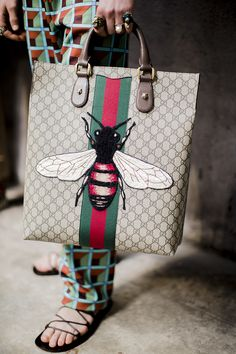 Backstage at the Gucci Men's Fall Winter 2016 Fashion Show. Insect bag inspired by insect collection. Gucci Handbags, Purses And Handbags, Gucci Bags, Sacs Tote Bags, Mens Fall, Gucci Men, Luxury Bags, Mode Style, Beautiful Bags