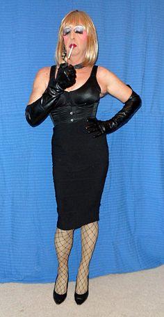 Smoking leather transvestites in
