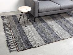 Gebruik een vloerkleed om de ruimte in huis te kaderen, op die manier maak je een aparte ruimte ín een ruimte #kwantum #vloer #vloerbdekking