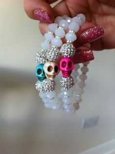 Without the skulls. Don't like the sculls. Ear Jewelry, Pendant Jewelry, Jewelry Crafts, Beaded Jewelry, Jewelery, Handmade Jewelry, Jewelry Making, Beaded Bracelets, Skull Earrings