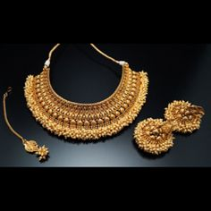 Exquisite pieces at discount rates for you! Bling For You brings a huge collection of beautiful Asian and India jewellery. We've bridal sets Rani Haar sets bangles mangalsutra anklets and much more at discount rates. Asian Bridal Jewellery, Indian Jewelry Sets, India Jewelry, Bridal Jewelry Sets, Wedding Jewelry, Bridal Sets, Maharashtrian Jewellery, Indian Gold Jewellery, Bridal Accessories