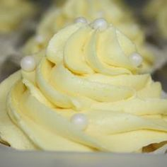 Lemon buttercream icing recipe This recipe makes enough icing to fill a 4 layer cake. Quantities can be easily doubled if you need it to ice 2 trays of buns. Lemon Buttercream Icing, Icing Frosting, Frosting Recipes, Cupcake Recipes, Cupcake Cakes, Dessert Recipes, Butter Frosting, Lemon Icing Recipe, Lemon Cream Cheese Frosting