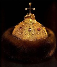 Cap of Monomakh, Late 13th-early 14th Century, Russia. Gold, silver, precious stones, pearls, fur, filigree, granulation, casting, chasing and engraving.