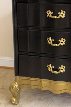44 Trendy Furniture Makeover Black And Gold Gold Painted Furniture, Painting Old Furniture, Refurbished Furniture, Repurposed Furniture, Furniture Projects, Home Furniture, Furniture Design, Furniture Online, Furniture Buyers