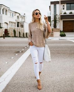 Noriko Lightweight Knit Sweater - Ripped Jeans for women - Ideas of Ripped Jeans for women Stylish Summer Outfits, Summer Fashion For Teens, Summer Outfits Women, Spring Outfits, Casual Outfits, Fashion Fall, Look Short, White Ripped Jeans, Pinterest Fashion